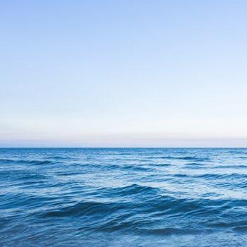 paisaje-marino-fantastico-olas-pequenas_1232-424